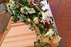 1_Sargschmuck-zur-Trauer-von-Blumen-Jannink-Lingen-16
